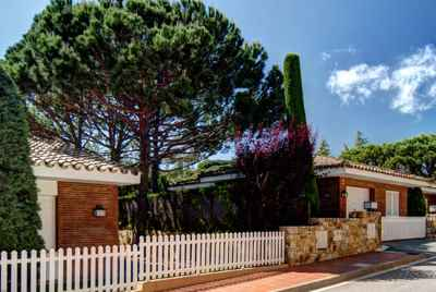 House near on the Costa Maresme, in a prestigious residential community